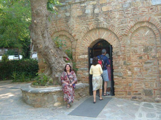 Brinda Mair en la casa de la Virgen Maria en Efeso - Turquia