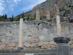 Vista del Templo de Apolo Delfos