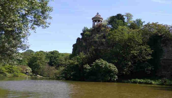 El parque de Buttes Chaumont, un rincon escondido de Paris