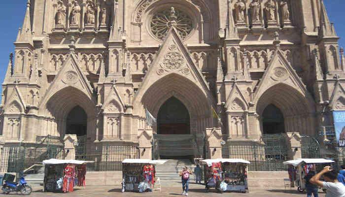El Santuario de la Virgen de Lujan es centro de la piedad argentina